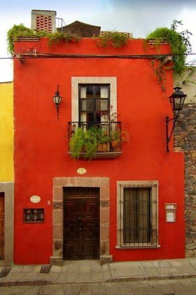 www.kathievezzani.com;www.casadelanoche.com
